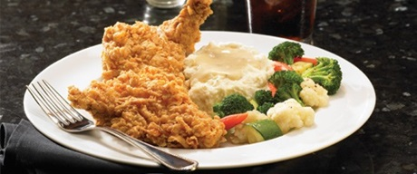 Fried chicken with mashed potatoes and vegetables